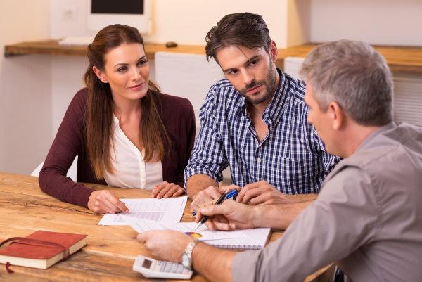 מה ההבדל בין מאמן עסקי לבין יועץ עסקי?  ומה זה בכלל אימוץ עס...