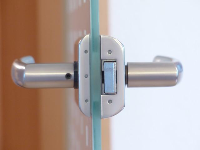 איך לפרוץ דלת שלא נפתחת