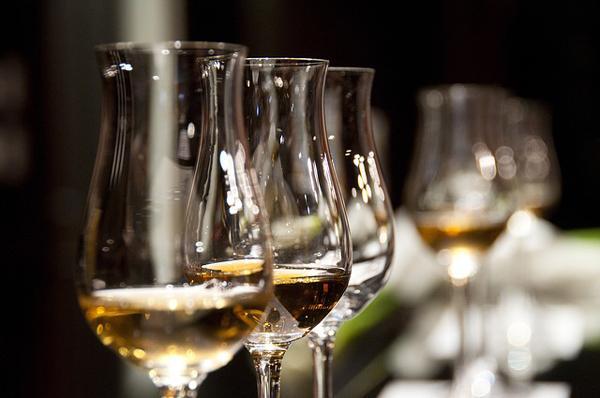 יינות משובחים מקומיים ליצירת חבילות השי האולטימטיביות