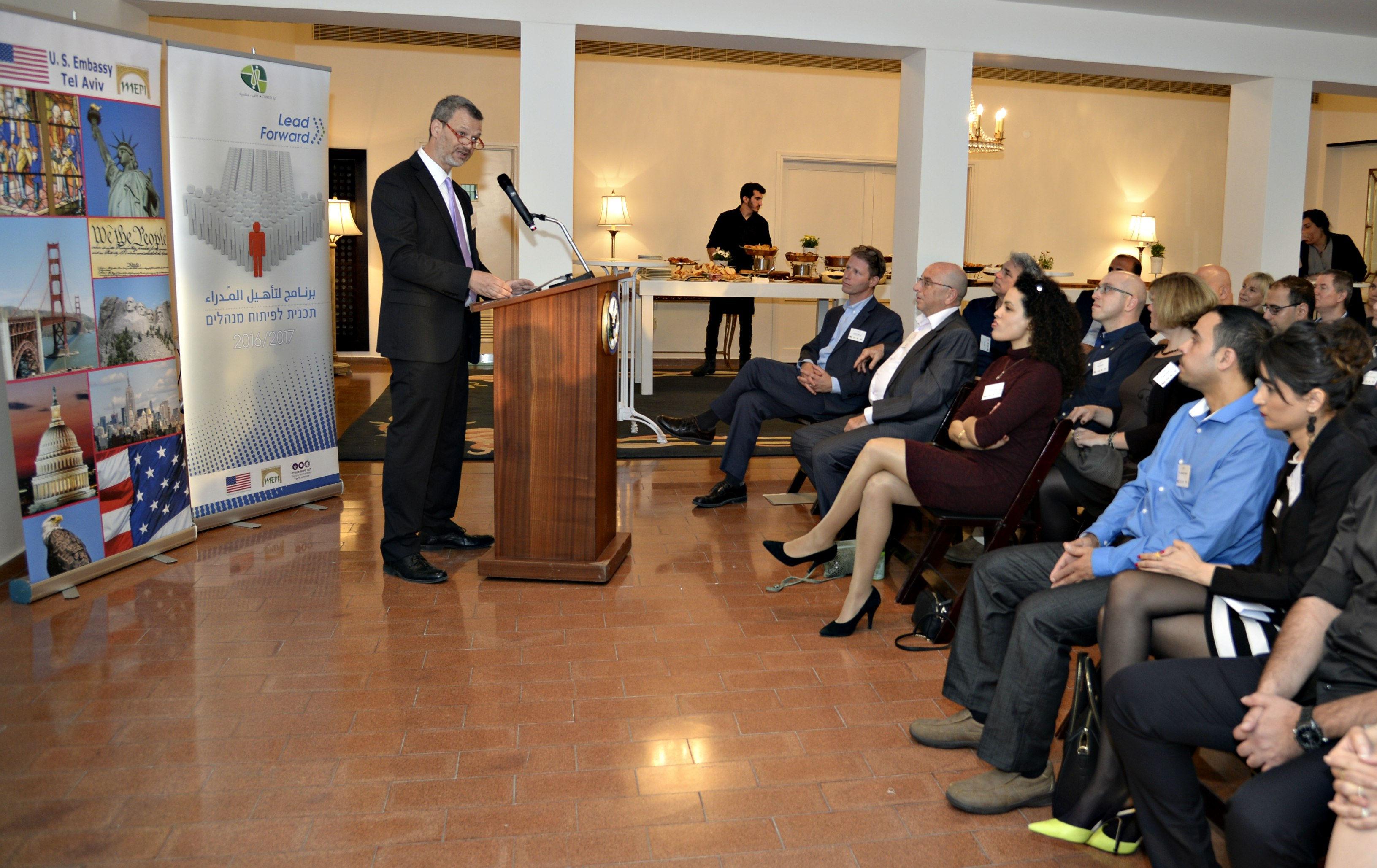 צעירים ערבים מקבלים מענק דחיפה לעולם העסקי